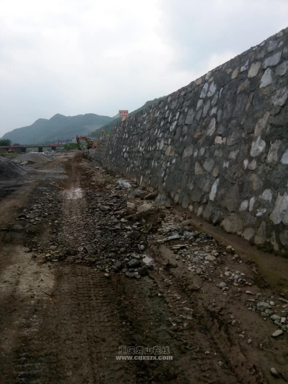 清溪镇的河堤改造,改造后没有梯步下河了