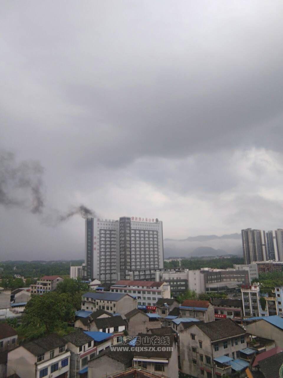 秀山县医院失火了