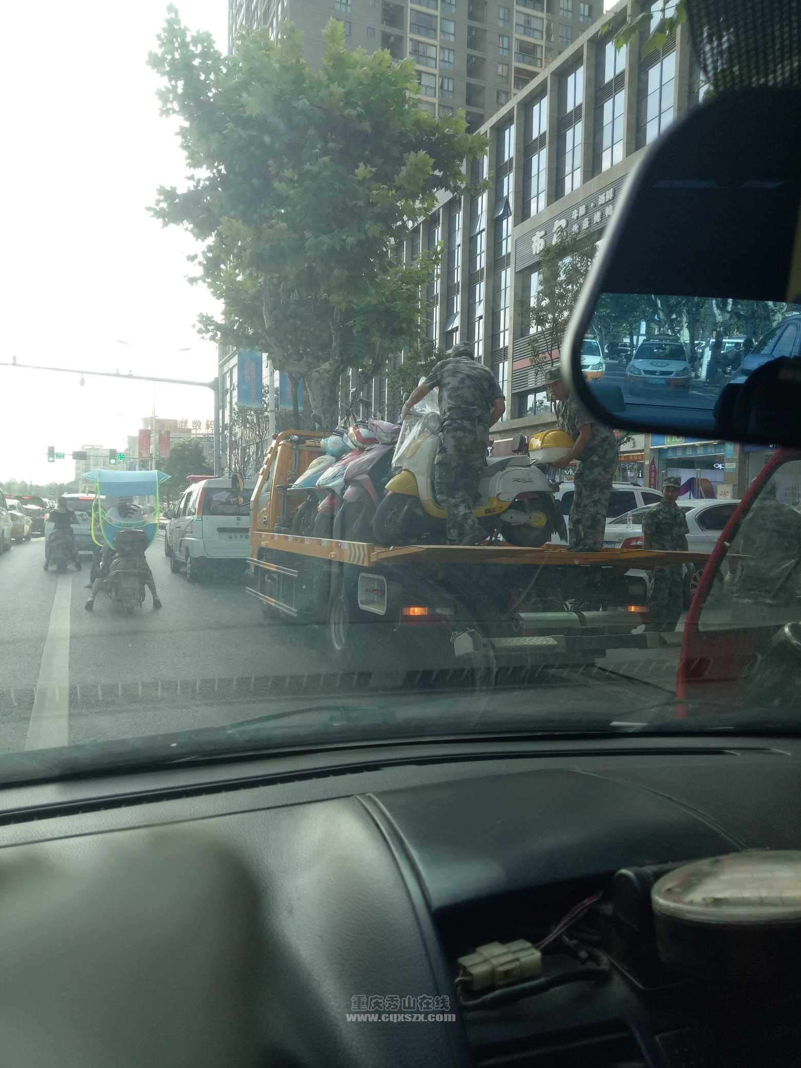 两轮电瓶摩托一条街