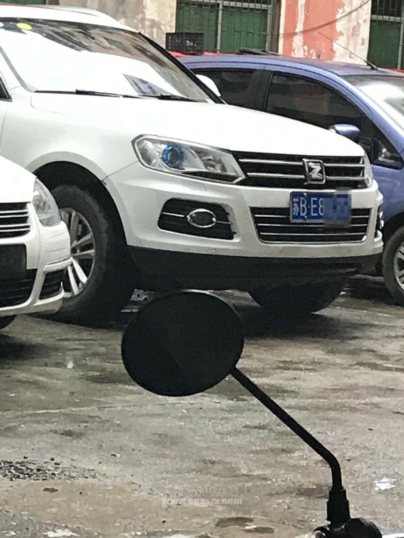 自己开车技术不行 他就可以这样去踢别人的车?